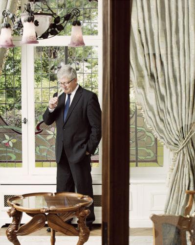 Hervé Deschamps dans la Maison Belle Epoque.jpg